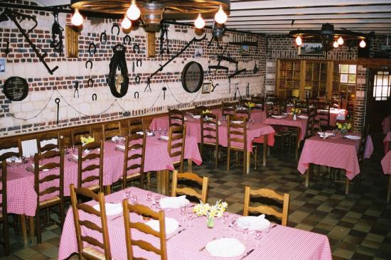 Ferme auberge: la salle de restaurant